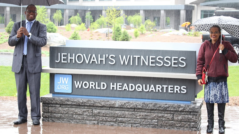 Jehovah S Witness Toy : Picture taking at warwick world s hq jw news