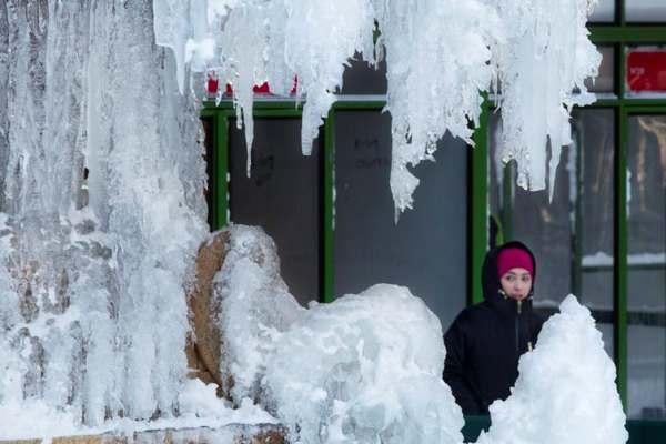 frozen-fountain.jpg.8fbbeef428d6844a7f7eabdc8b439998.jpg